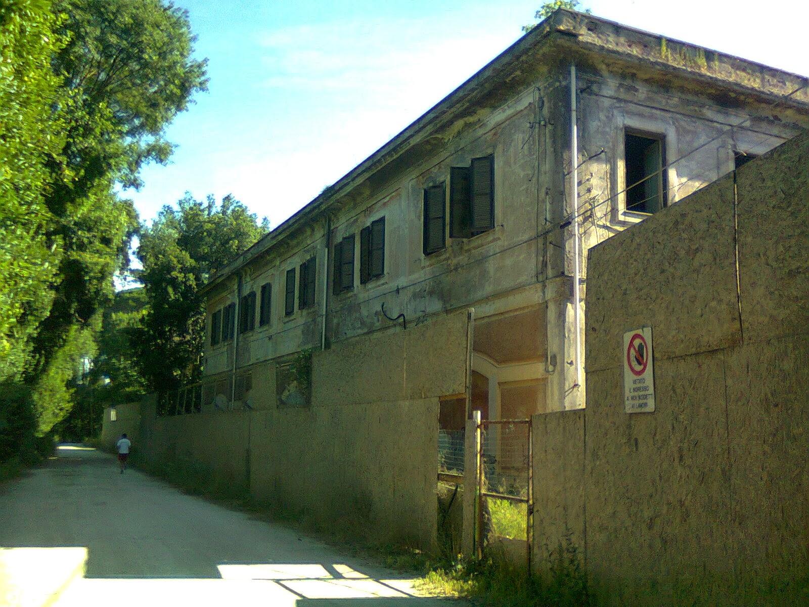 Edificio centrale delle scuderie reali for Piani dell edificio per la colazione